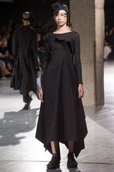 Yohji Yamamoto Spring 2018 Ready-to-Wear Collection Photos - Vogue