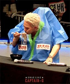 160425 GDYB during the noodle-eating challenge  Kobe Fanmeeting  5/8