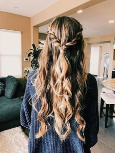 glamorous and timeless wedding hair half up half down hairstyles; wedding hairstyles trendy hairstyles and colors wedding hairstyles half up half down; wedding hairstyles for long hair; for school 25 Glamorous Wedding Hair Half Up Half Down Hairstyles Wedding Hair Half, Wedding Hairstyles For Long Hair, Summer Hairstyles, Trendy Hairstyles, Hairstyle Wedding, Glamorous Hairstyles, Hairstyle Ideas, Simple Braided Hairstyles, Cute Prom Hairstyles