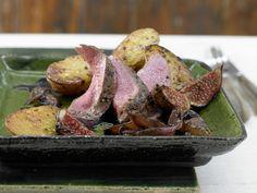 Für alle, die Wild mögen! Wildschweinfilet mit Feigen - und Ofenkartoffeln - smarter - Kalorien: 388 Kcal - Zeit: 40 Min.   eatsmarter.de