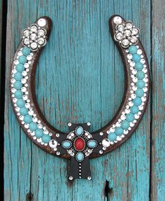 Southwest Horseshoe Horseshoe Projects, Horseshoe Crafts, Lucky Horseshoe, Horseshoe Art, Horseshoe Ideas, Western Crafts, Western Decor, Horse Crafts, Junk Art