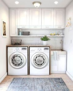 40 Gorgeous Small Laundry Room Design Ideas - Laundry areas, in general, easily end up a place where items are stored, stashed, and procrastinated -- to do later. With small laundry rooms this bec. Laundry Room Decals, Laundry Room Layouts, Laundry Room Remodel, Laundry Room Storage, Laundry Room Design, Laundry Room With Sink, Small Laundry Space, Organized Laundry Rooms, Laundry Sinks
