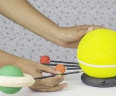 How to Make Solar System Projects for Kids (with Pictures) Build A Solar System, Solar System Projects For Kids, Solar System Model, Solar System Crafts, Science Project Board, School Science Projects, Preschool Science, Science For Kids, Life Science