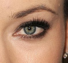 Date Night Makeup Idea: Olivia Wilde's Lovely Taupe Eyes: Girls in the Beauty Department Taupe Eye Makeup, Cara Fresca, Date Night Makeup, Faux Lashes, The Beauty Department, Brown Eyed Girls, Olivia Wilde, Models Makeup, Acne Prone Skin