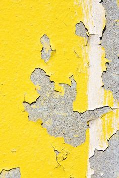 This image represents texture because the yellow paint is peeling off and its easy to imagine what the peeling paint feels like Shades Of Yellow, Grey Yellow, Mellow Yellow, Yellow Art, Yellow Fabric, Color Yellow, Art Grunge, Texture Photography, Colourful Photography