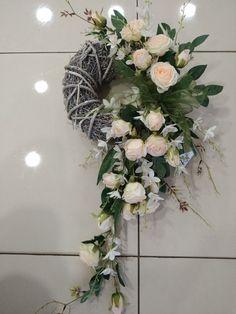 Funeral Flowers, Floral Wreath, Anna, Wreaths, Diy, Home Decor, Floral Crown, Decoration Home, Door Wreaths