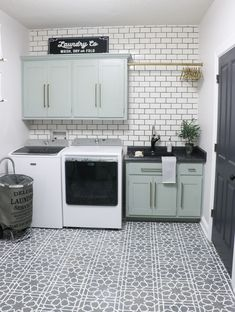 Home Interior Simple DIY Kitchen Decoration Ideas ! Mudroom Laundry Room, Laundry Room Layouts, Laundry Room Remodel, Laundry Room Design, Kitchen Remodel, Laundry Room Floors, Laundry Room Cabinets, Laundry Decor, Laundry In Kitchen