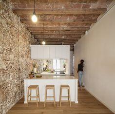 Un apartamento en Les Corts de Barcelona, sencillo y de efectivo. La idea es del arquitecto Sergi Pons
