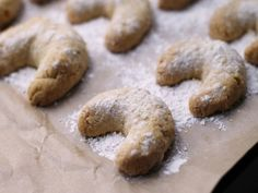 Almond Crescent Cookies Ingredients 1 cup butter or 1 cup margarine cup sugar 1 teaspoon vanilla extract 1 teaspoons almond extract 2 cups flour, unbleached 1 cup almonds, ground confec… Crescent Cookie Recipe, Crescent Cookies, Best Christmas Cookie Recipe, Holiday Cookies, Christmas Treats, Christmas Goodies, Christmas Stuff, Christmas 2019, Almond Cookies
