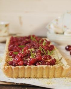 Creme Patissiere Tart with red currents and Pistachio Praline - My Easy Cooking Red Current Recipes, Pastry Recipes, Cooking Recipes, Easy Cooking, Pie Dish, Pistachio, Afternoon Tea, Baked Goods, A Food