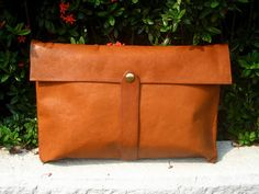 french tan clutch from natalie mooney (http://theslitherinn.blogspot.com/)