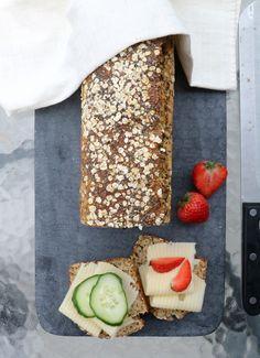 Proteinrikt havrebrød med chiafrø - LINDASTUHAUG Dairy, Bread, Cheese, Vegan, Baking, Food, Recipes, Brot, Bakken