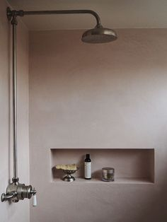 Fabulous Moroccan plaster creates a sumptuous shade of dusty rose pink for this stylish bathroom project. The choice of vintage-style, stainless steel shower fittings bring out the creamy, seamless quality of the tadelakt.