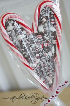 Candy cane heart with a chocolate center. This would be a cute decoration for a Gifts, Gift baskets, Hand delivered Christmas cards, Christmas party favors etc...