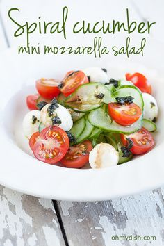 In for a salad that's ready in less than 10 minutes? Go for this spiral cucumber mini mozzarella salad. Refreshing and delicious!