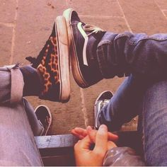 I wanna do this with a boy . #vans #couples #oldschoolvans