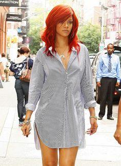 I wish I was as badass as Rihanna to pull off this hair color! Rihanna Mode, Estilo Rihanna, Rihanna Riri, Rihanna Style, Beyonce, Rihanna Red Hair, 90s Grunge Hair, How To Wear Shirt, Rihanna Hairstyles