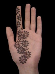Simple Arabic mehendi design collection includes images of easy henna designs for hands and easy mehendi designs for beginners.