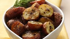Looking for a hearty side dish? Then check out this roasted potatoes recipe - ready in less than an hour!