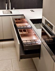 Про вневременной дизайн кухни Varenna Poliform, не требующий каких-либо объяснений.