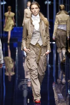 Dolce & Gabbana Fall 2006 Ready-to-Wear Fashion Show - Daria Werbowy
