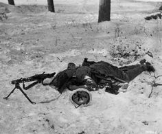 End of the line: German machine gunner lies dead next to his MG-42 near Tettingen, (Saarland) Germany, March 1945, during fighting with the advancing US 94th Infantry Division