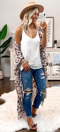 Awesome Summer Outfits To Inspire You weißes Spaghettiträgertop und blaue Jeans The post tolle Sommeroutfits, die dich inspirieren appeared first on Frisuren Tips - Casual Outfit Outfit Chic, Vans Outfit, Spring Summer Fashion, Autumn Fashion, Summer Ootd, Womens Fashion Casual Summer, Style Summer, Fall Outfits, Cute Outfits