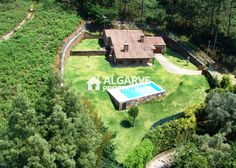 Three bedroom villa located next to the Âncora River in Orbacém, North of Portugal. 10km from the Moledo beach and 12km from the city of Caminha. Quiet area with easy access to the A28(Porto/Valença