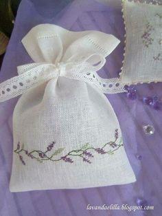 Lavanda e Lillà : Photo Cross Stitching, Cross Stitch Embroidery, Embroidery Patterns, Hand Embroidery, Cross Stitch Patterns, Lavender Crafts, Lavender Bags, Lavender Sachets, Fabric Crafts