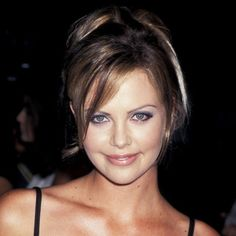 Look of the Day photo   Charlize Theron - 1996