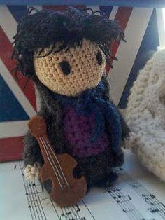 2000 Free Amigurumi Patterns: Sherlock Holmes mini doll Amigurumi pattern