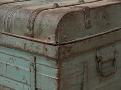 We stock over 400 vintage, retro and mid-century chairs for home, bar, restaurant and outdoor use. Metal Chest, Wooden Chest, Metal Box, Vintage Trunks, Trunks And Chests, Vintage Luggage, Shabby Chic Bedrooms, Diy Home Decor Projects, Bohemian Decor