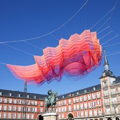 American artist Janet Echelman has suspended a woven sculpture made up of layers of brightly coloured polyethylene fibres above Madrid's Plaza Mayor.