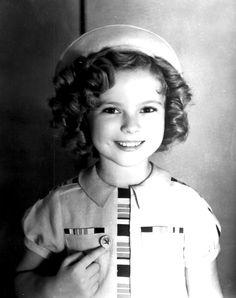 Soy de las que creció compartiendo esa sonrisa en la pantalla: Shirley Temple. QEPD