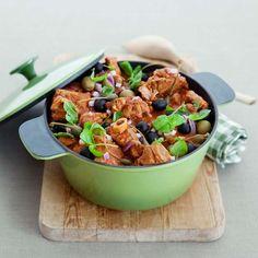 Høstens kosemat nr 1 er en rykende varm gryterett med masse gode ingredienser. Kyllinggryte, frikassé eller fårikål - velg blant 8 deilige oppskrifter.