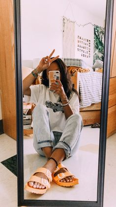 selfie with cute clothes and yellow birkenstocks mirror selfie with cute clothes and yellow birkenstocks Fun Hair Styles Superb Summer Outfits Ideas To Inspire You pin↠juliatops vsco↠juliatops How to wear ripped jeans outfits ideas with ripped j Cute Casual Outfits, Fall Outfits, Summer Outfits, Fashion Outfits, Summer Shoes, Outfits 2016, Party Outfits, Edgy Outfits, Dress Outfits