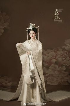 I love the white embroidery material Oriental Dress, Oriental Fashion, Asian Fashion, Historical Costume, Historical Clothing, Traditional Fashion, Traditional Dresses, The Empress Of China, Geisha