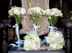White and green bouquet for bride and bridesmaid. Cuban wedding.