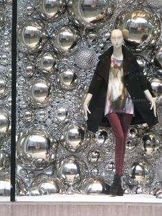 We are freelance visual merchandisers based in London. We can help you merchandise your business to attract more customers. Christmas Window Display, Window Ideas, Window Displays, Reiss, Xmas Decorations, Visual Merchandising, Bond, Winter, Shop