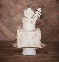 Ready for all-white perfection? Look at these eye-candies! These are all-white cakes for any wedding and any style. White is a traditional color for a big day, and why not order the main dessert in this color?