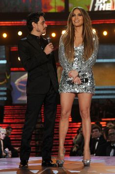 Jennifer Lopez Photos - Singers Marc Anthony (L) and Jennifer Lopez speak onstage during The Annual GRAMMY Awards held at Staples Center on February 2011 in Los Angeles, California. - The Annual GRAMMY Awards - Show Jennifer Lopez Ropa, Jennifer Lopez Outfits, Jennifer Lopez News, Jennifer Lopez Photos, 1990 Style, J Lo Fashion, Celebrity Couples, Celebs, Casual