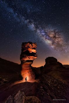 Discover and share the most beautiful images from around the world Beautiful World, Beautiful Images, Foto Art, Nocturne, Milky Way, Stargazing, Night Skies, Monument Valley, Nature Photography