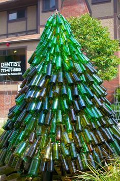 This Bottle Tree was on display - along with other sculptures made entirely of Found Objects - at the Lakeview Arts Festival. Now THAT& a Bottle Tree! Wine Bottle Christmas Tree, Wine Bottle Trees, Wine Bottle Art, Blue Bottle, Wine Bottle Crafts, Xmas Tree, Christmas Trees, Green Christmas, Upside Down Christmas Tree