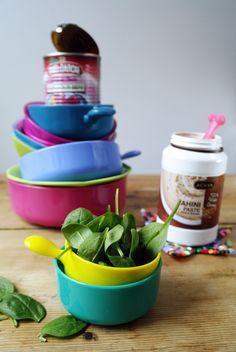 Spinatsalat mit Baby-Auberginen und Sesamdressing