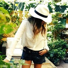 blouse and summer hat