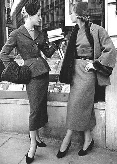 1953 Tweed suits by Pierre Balmain - red suit with black astrakhan hat, muff on the left, and a brown skirt, nutria-lined coat on the right Moda Vintage, Vintage Mode, Vintage Ladies, Retro Vintage, Pierre Balmain, Vintage Glamour, Vintage Beauty, 1950s Fashion, Vintage Fashion
