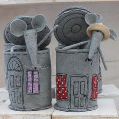 What can we do with a tin can - the answer in several photos and videos #answer #photos #several #videos Fabric Crafts, Felt Crafts, Wool Felt, Felt House, Tin House, Softies, Felt Dolls, Doll Toys, Lã Merino