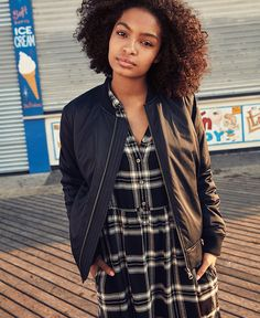 American Eagle Outfitters Men's & Women's Clothing, Shoes & Accessories – vashabi Twa Hairstyles, Black Girls Hairstyles, Grown Ish, Natural Hair Styles, Curly Hair Styles, Teen Photography, Be Natural, Famous Celebrities, Mens Outfitters