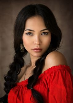 One of the most beautiful woman I have ever seen.You can find Native american women and more on our website.One of the most beautiful woman I have ever seen. American Indian Girl, Native American Girls, Native American Beauty, Native American Hairstyles, American Crow, American Symbols, Indian Hairstyles, American History, Beautiful Eyes