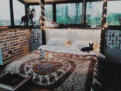 Tapestry comforters ♡ | For more cute room decor ideas, visit our Pinterest Board: https://www.pinterest.com/makerskit/diy-tumblr-room-decor/